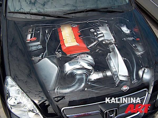 Аэрография на капоте Honda - рисунок двигателя