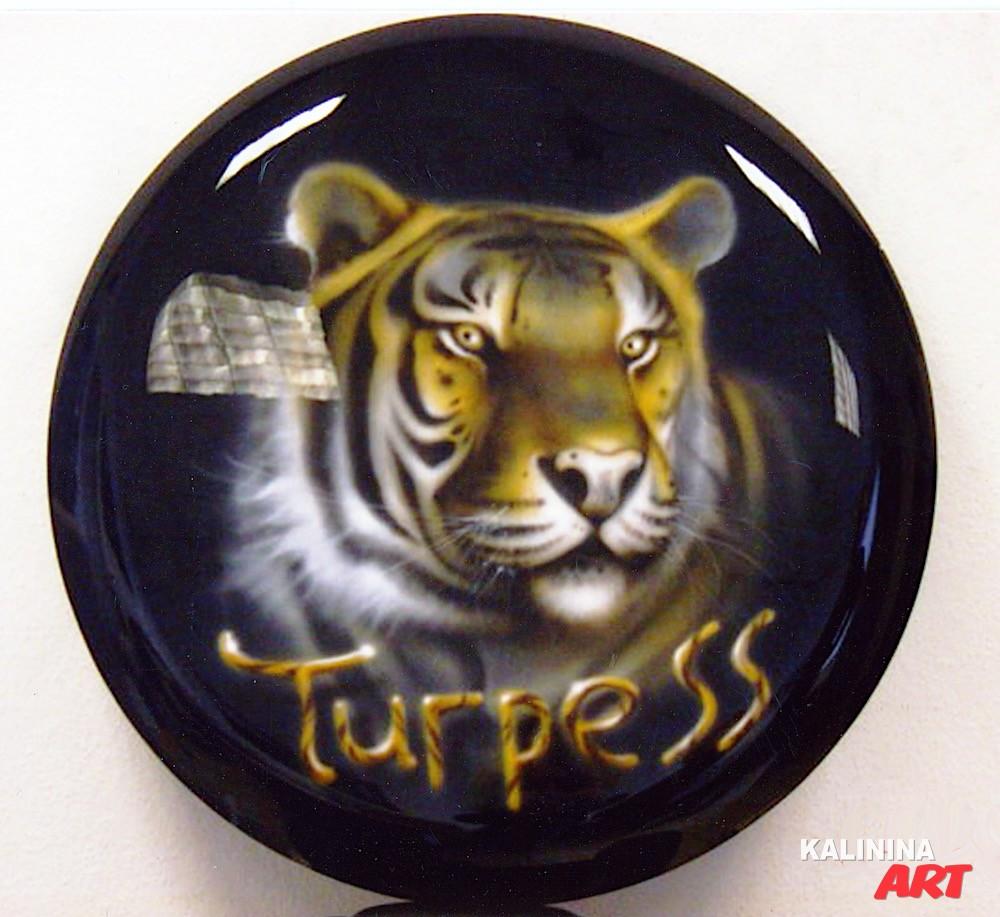 Аэрография на кожухе запасного колеса - тигр