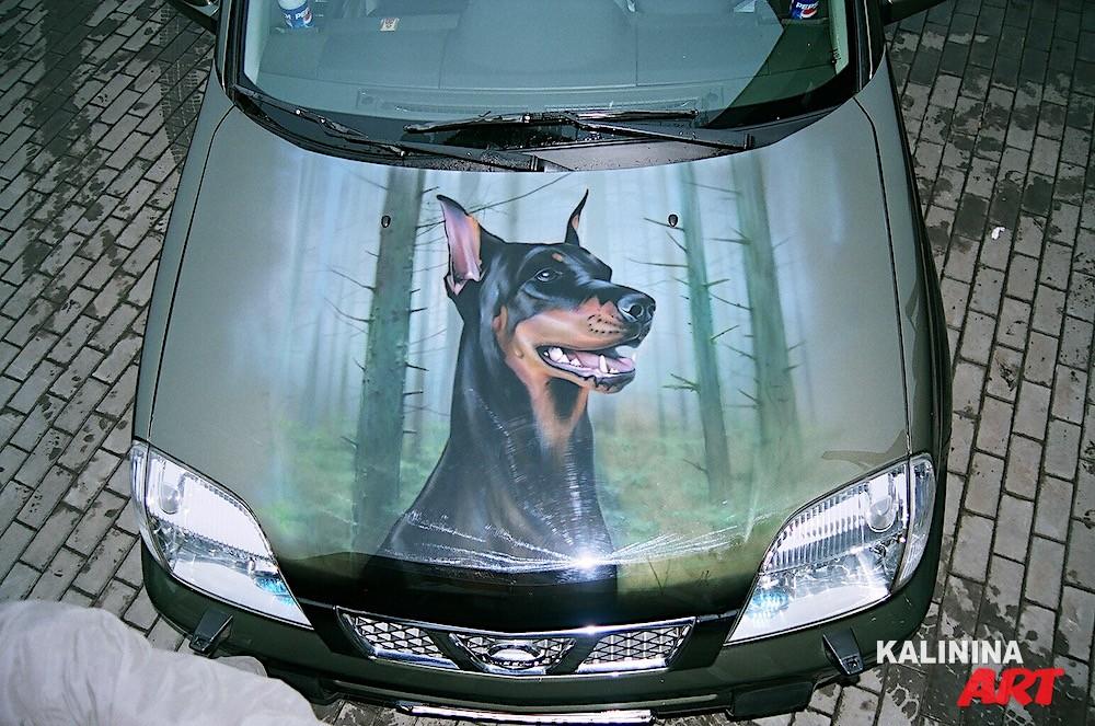 Аэрография собаки на капоте