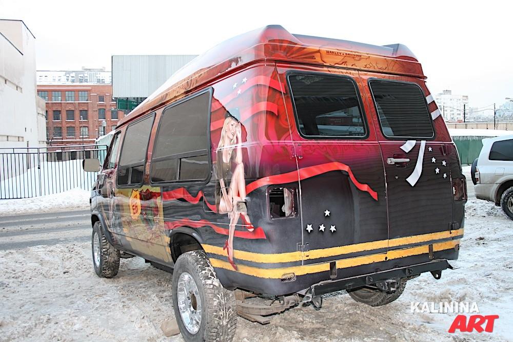 Рисунок на американском автобусе