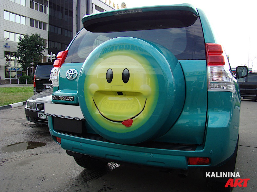 Роспись кожуха запасного колеса Toyota - смайлик