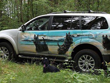 Аэрография «Скотч-терьеры» на джипе Nissan