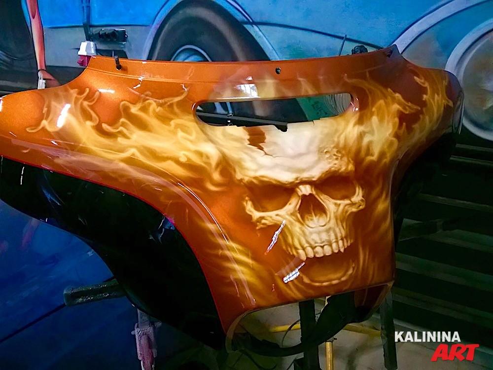 Аэрография детали мотоцикла - череп