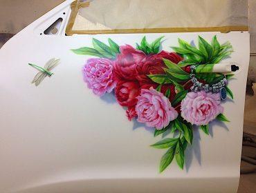 """Рисунок на двери автомобиля """"Цветы"""""""